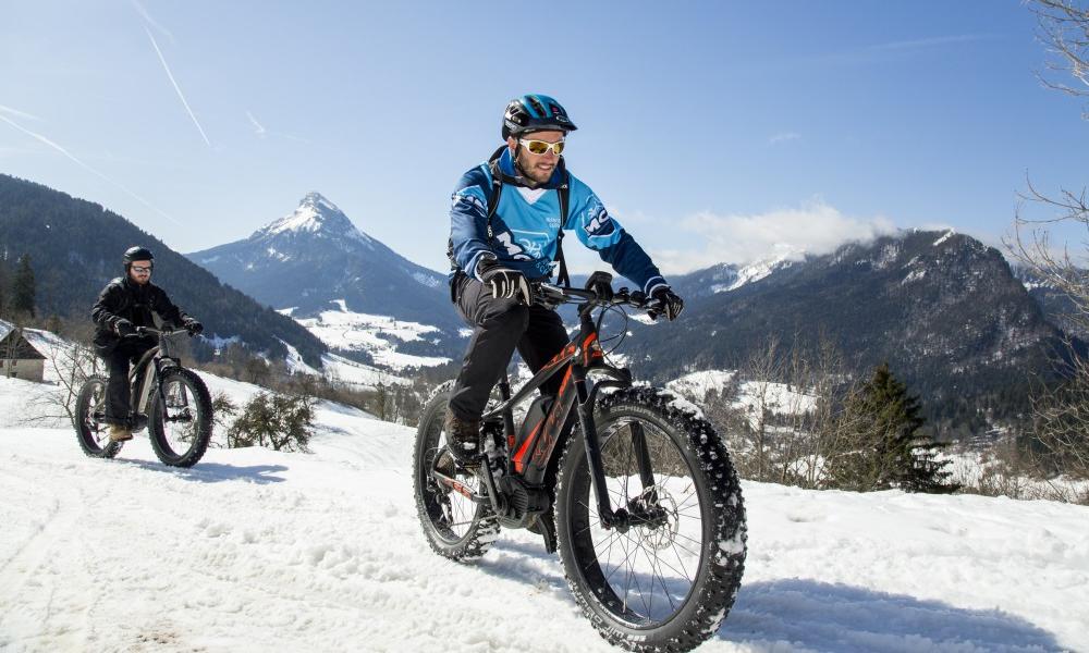"""Le """"Fatbike"""", un sport d'hiver pour pédaler dans la neige"""