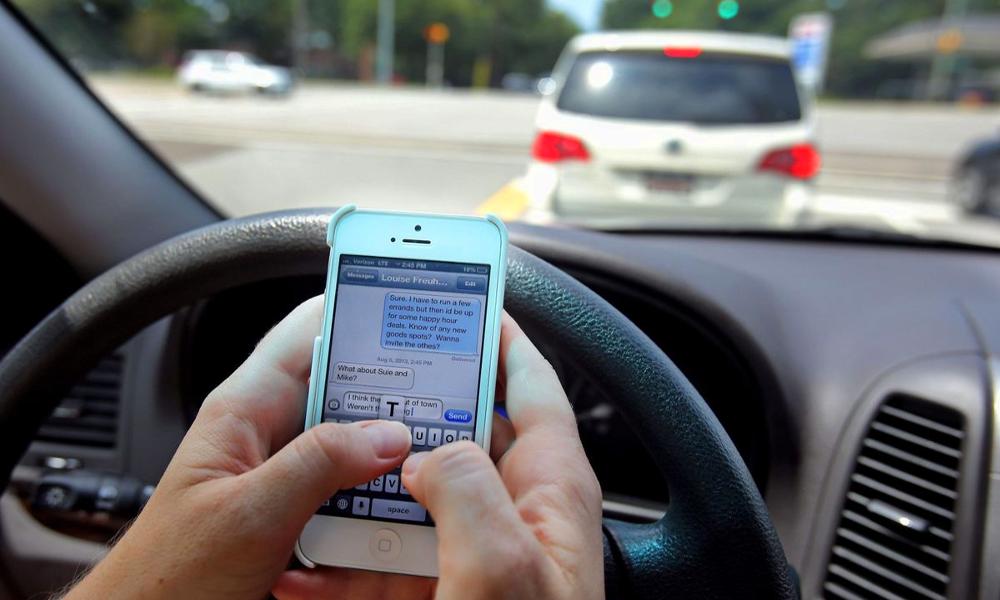 Oui, il existe une auto-école où l'on apprend à textoter en conduisant