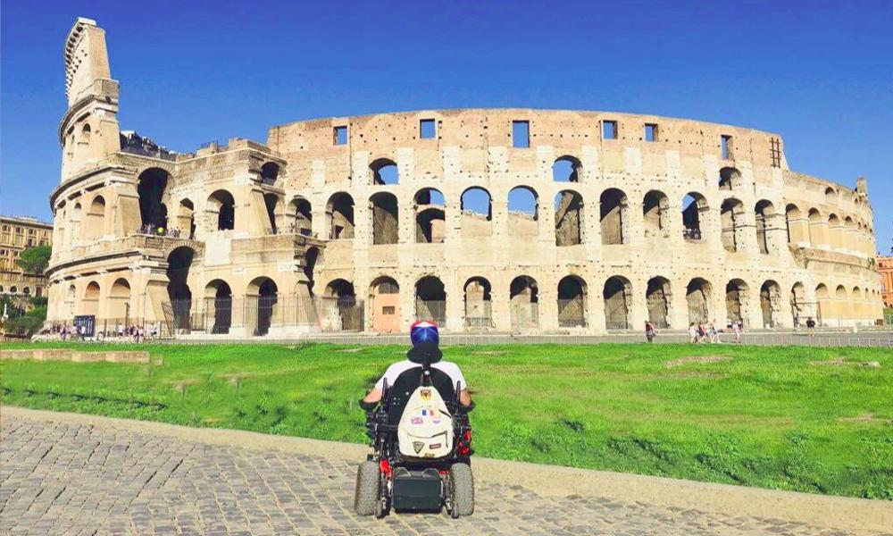 Tétraplégique, il invente un site pour voyager partout en fauteuil roulant