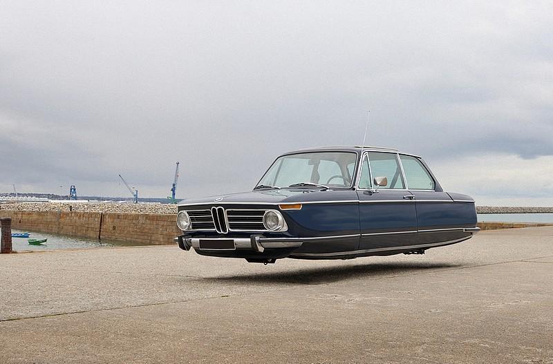Il transforme les modèles cultes des années 1970 en voitures volantes