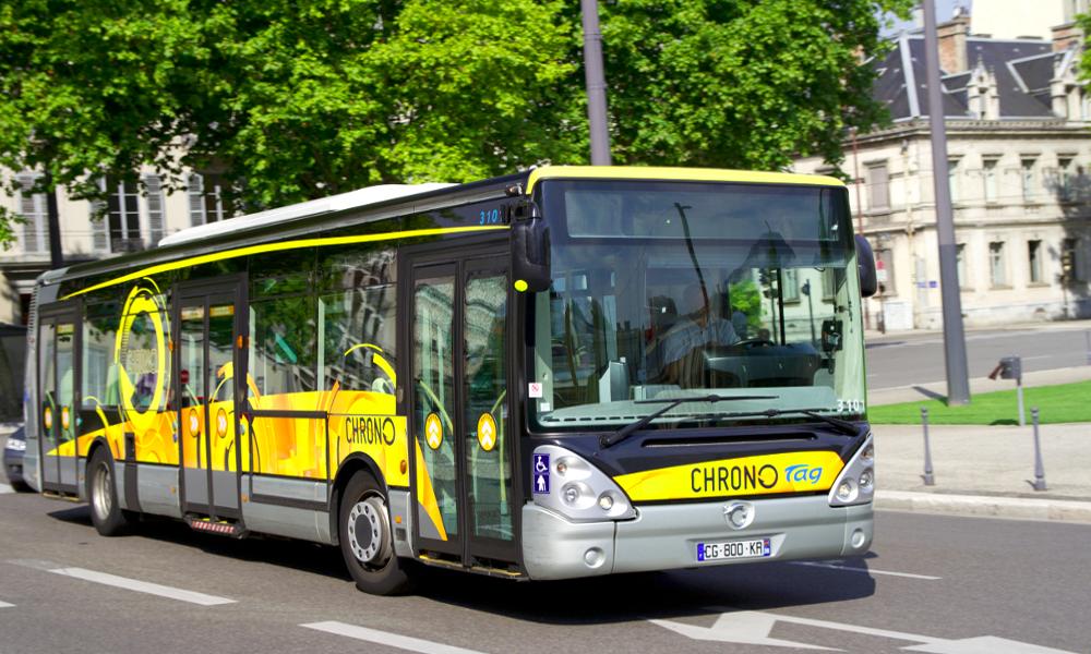 """À Grenoble, ces bus """"renifleurs"""" traquent les particules fines"""