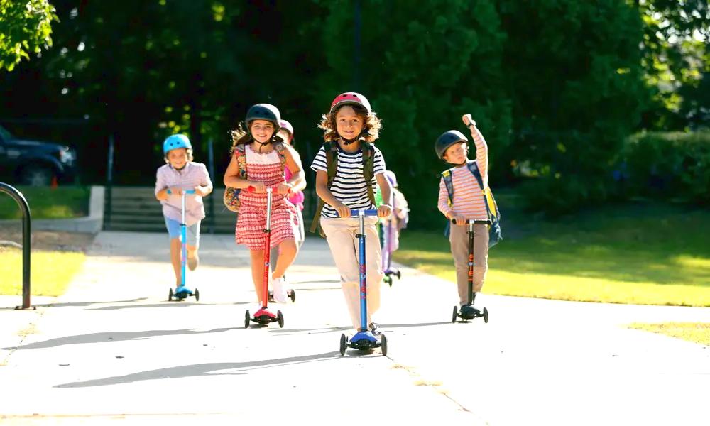 En Angleterre, on distribue des trottinettes aux écoliers pour réduire le trafic