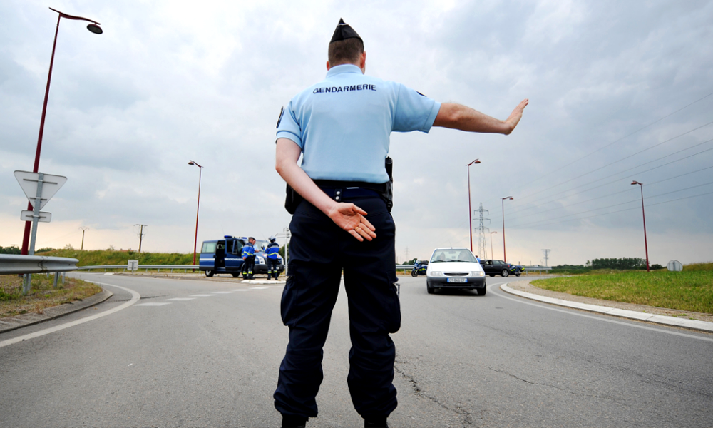 Maintenant, les gendarmes peuvent vous arrêter pour… vous féliciter