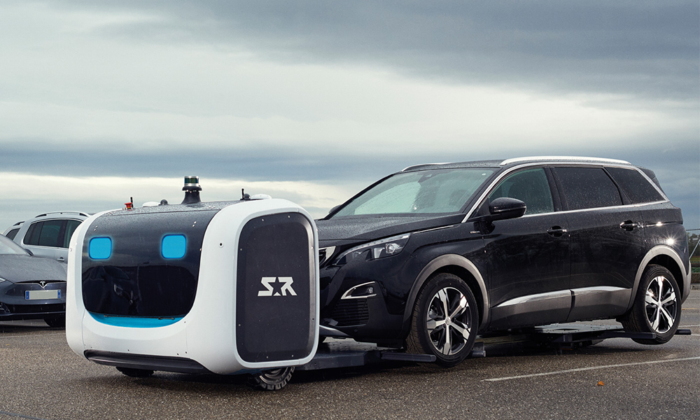 Première mondiale : à l'aéroport de Lyon, les voitures sont garées par des robots