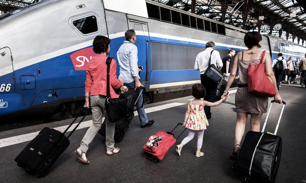 """Le """"cotrainage"""" : une technique pour payer ses billets de train 60% moins cher"""