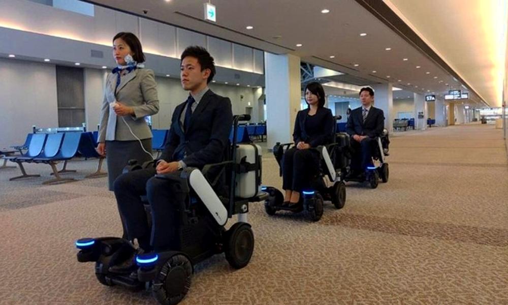 Dans cet aéroport, les fauteuils autonomes vous conduisent directement à votre avion