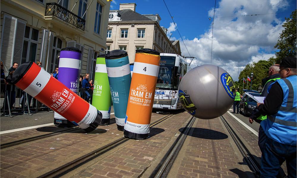 Blague belge : à Bruxelles, on organise des compétitions de tram-bowling