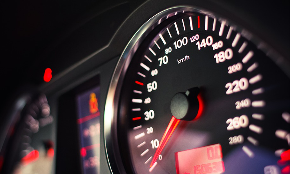 Pourquoi les compteurs de vitesse ne sont-ils pas limités à 130 km/h ?