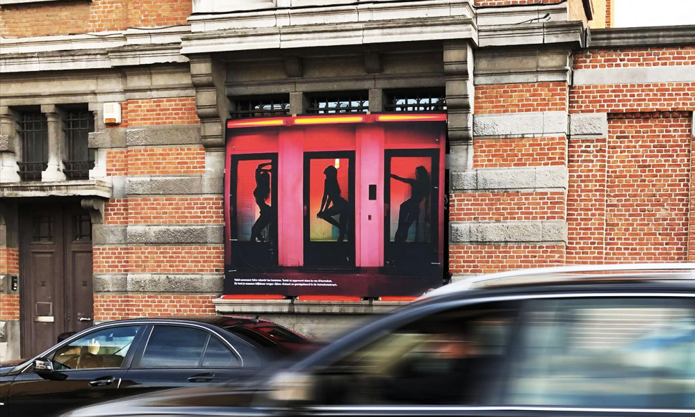 En Belgique, on tente de ralentir les automobilistes avec des… visuels de femmes en vitrine