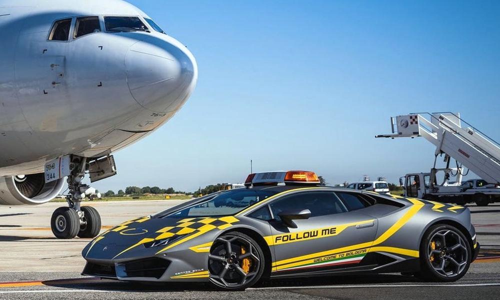 Viva Italia : les salariés de cet aéroport roulent en Lamborghini