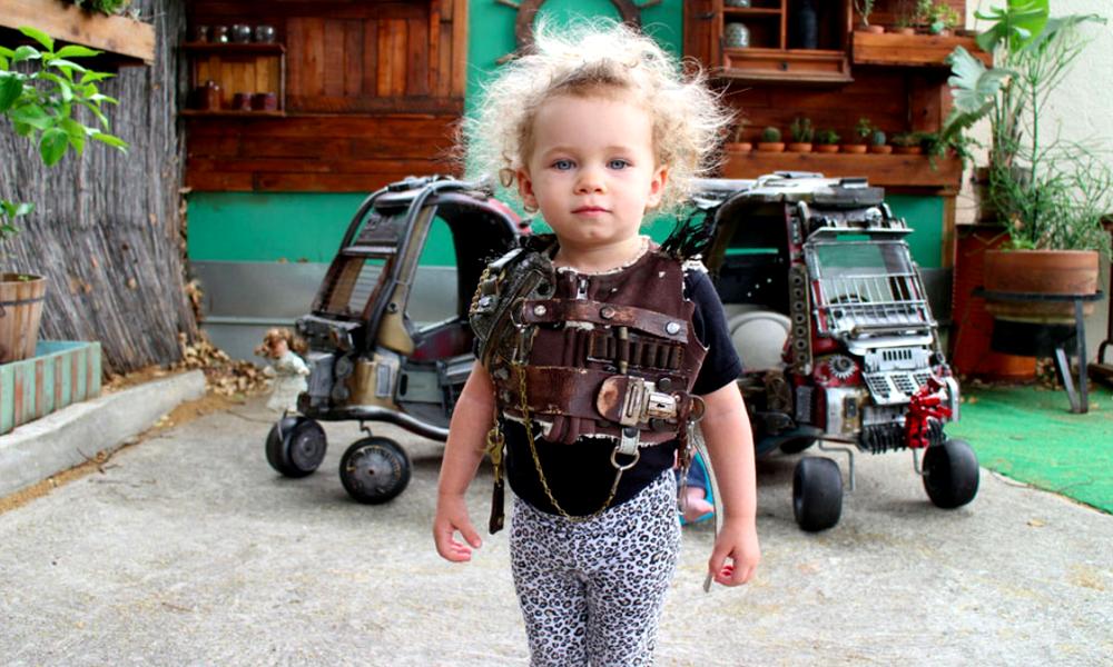 """Trop mignon : des parents ont transformé les voitures de leurs enfants en répliques de """"Mad Max"""""""