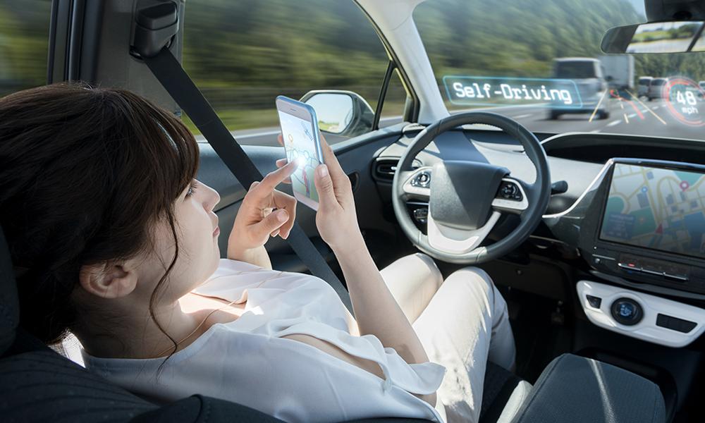 Plus rapides et confortables : pourquoi les voitures autonomes vont manger les avions