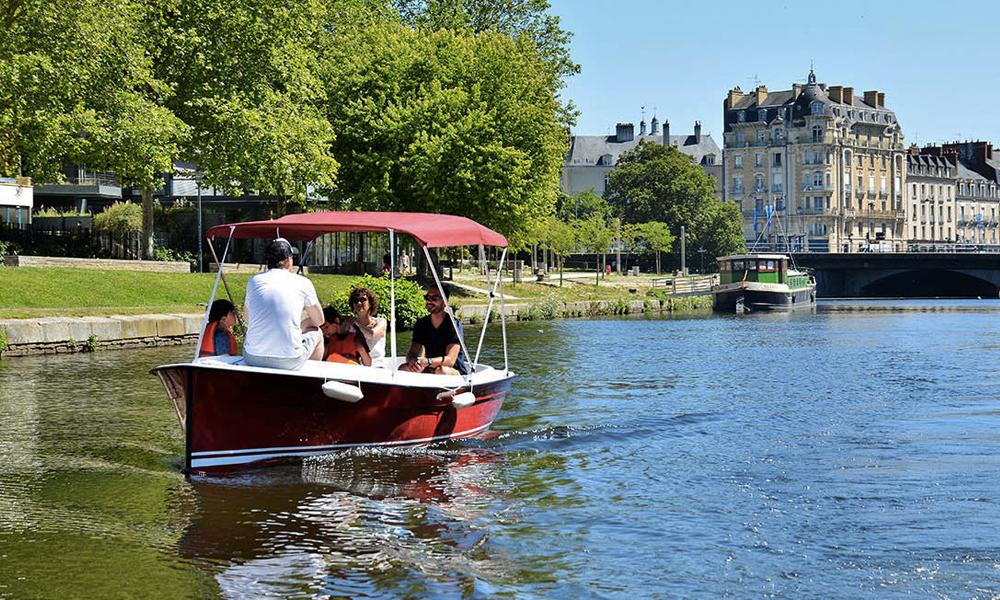 À Rennes, des petits bateaux électriques sans permis pour sillonner la ville