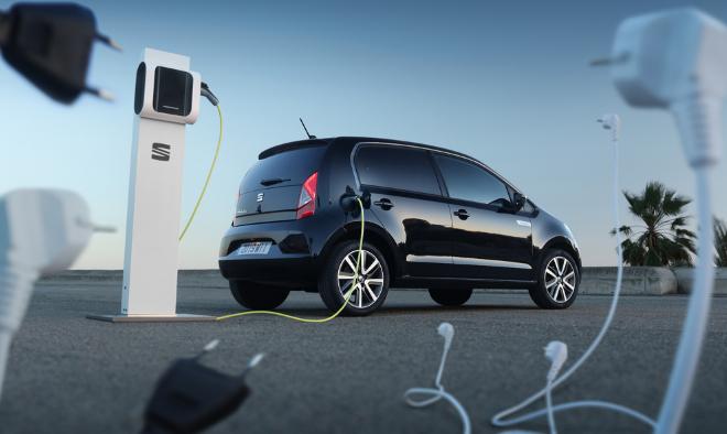 Voiture électrique : le gouvernement veut dépasser les 100 000 bornes de recharge d'ici 2022