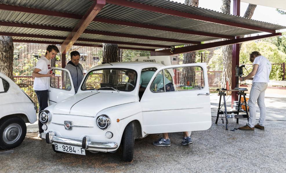 En 150 heures, ces étudiants ont transformé une SEAT de 1957 en voiture électrique