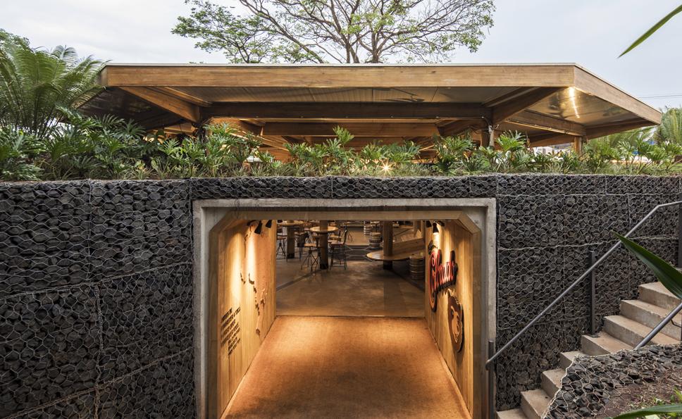 Cette maison possède un bunker souterrain pour garder les bières au frais