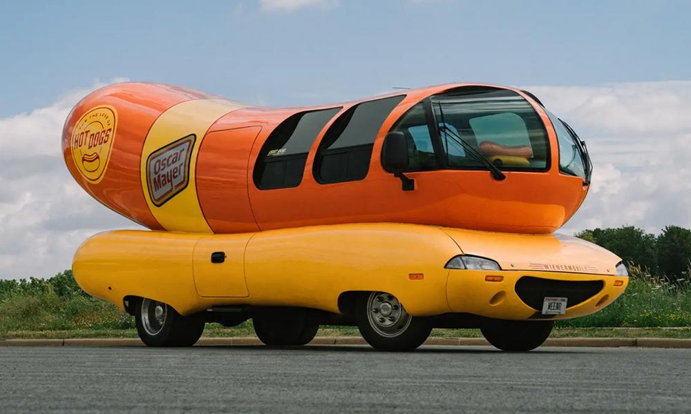 Qui veut dormir dans une voiture hot-dog ?