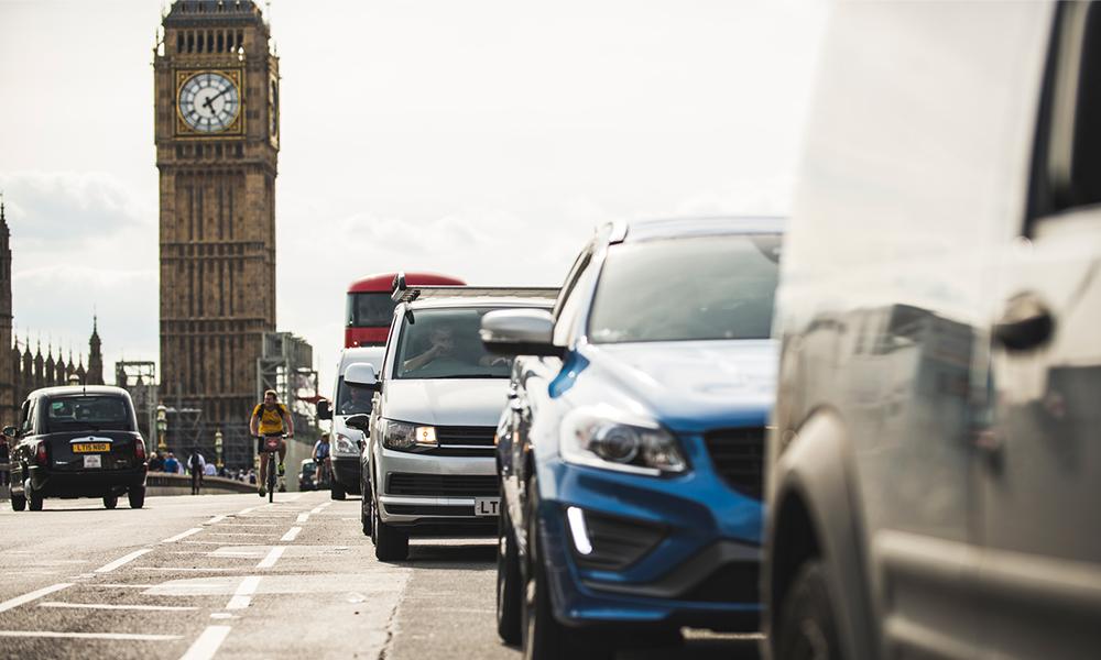 """La Grande-Bretagne ne veut vendre QUE des voitures """"propres"""" dès 2035"""