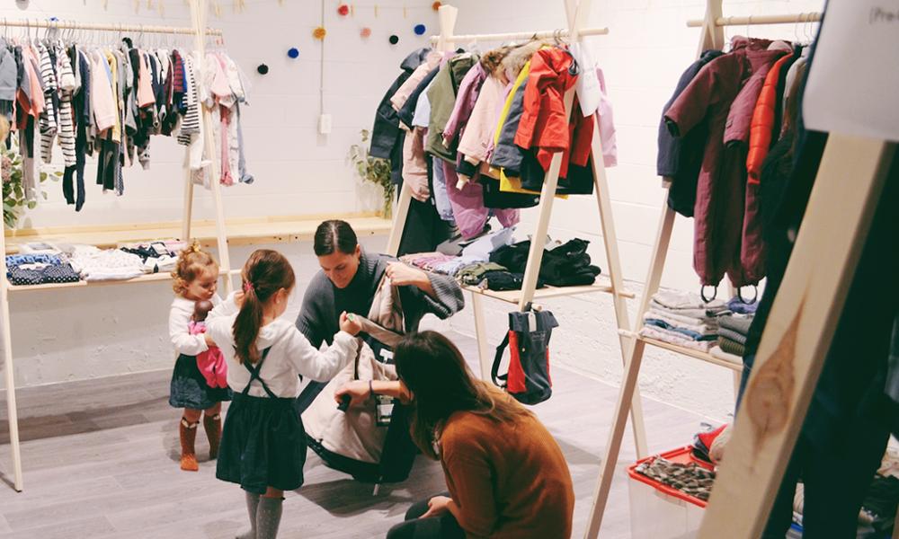 Mieux que les soldes : cette boutique rachète les vêtements de vos enfants pour les recycler
