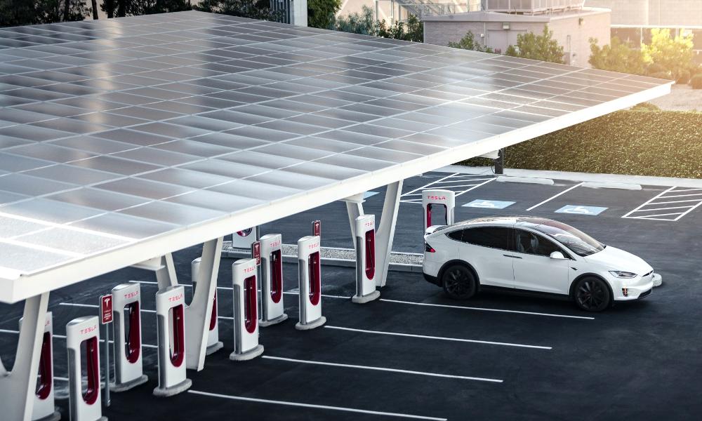 Elon Musk dévoile une super-station capable de recharger 1500 voitures par jour