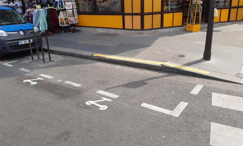 Paris est magique : Anne Hidalgo inaugure les places de parking pour trottinettes