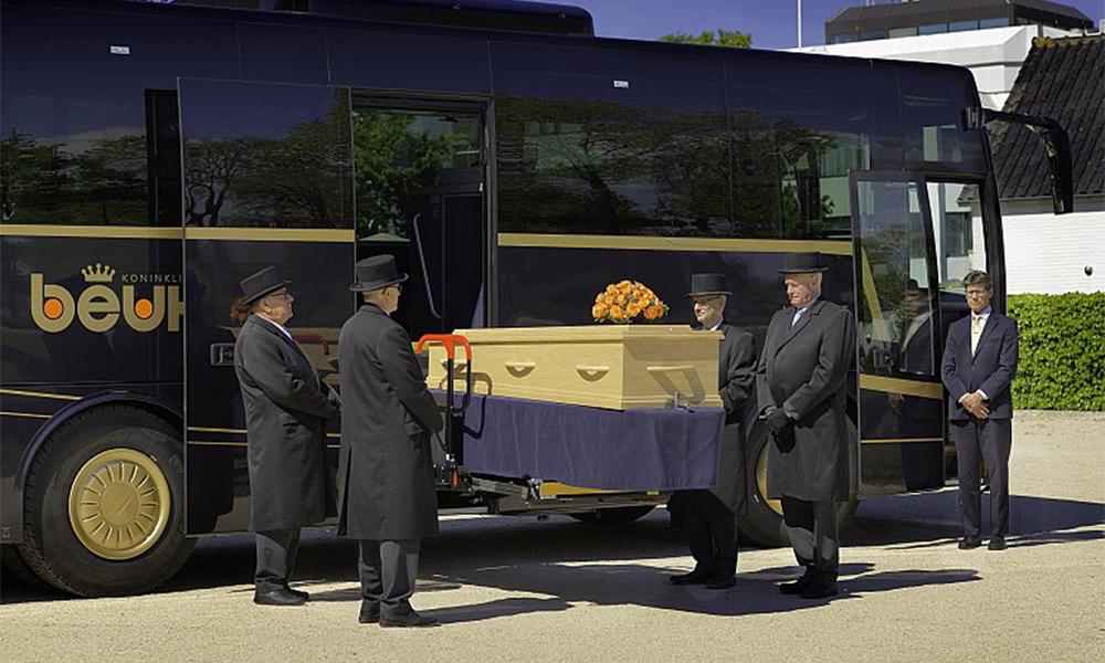 Plus près de toi seigneur : voici le bus spécial funérailles