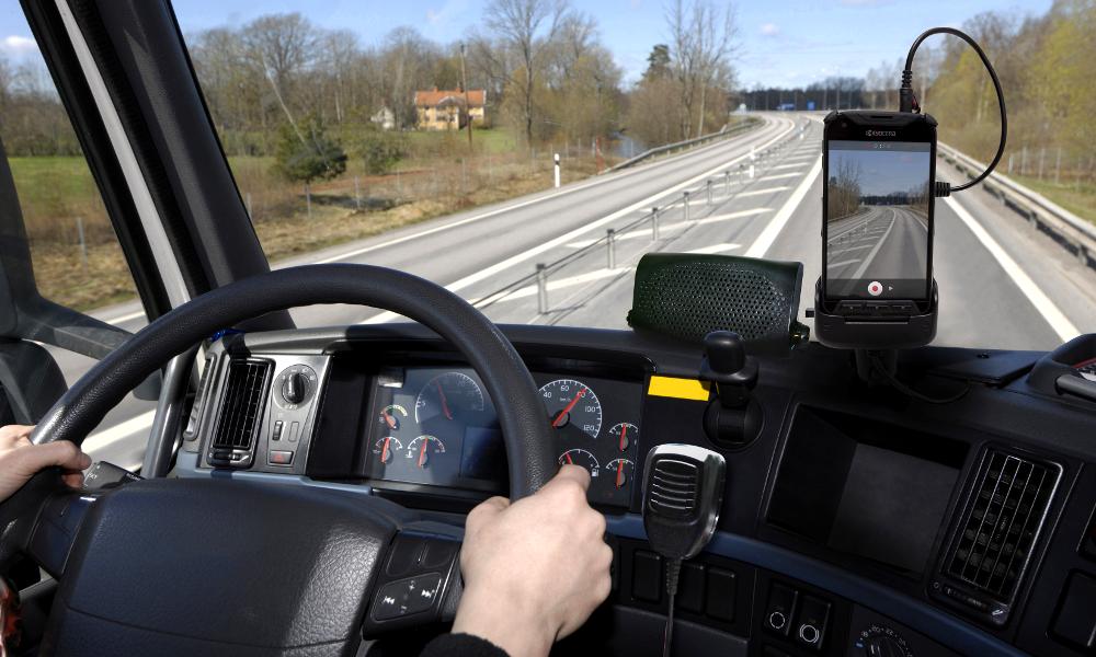 Sur l'autoroute, 15% des chauffeurs de poids lourds sont distraits par leur téléphone portable