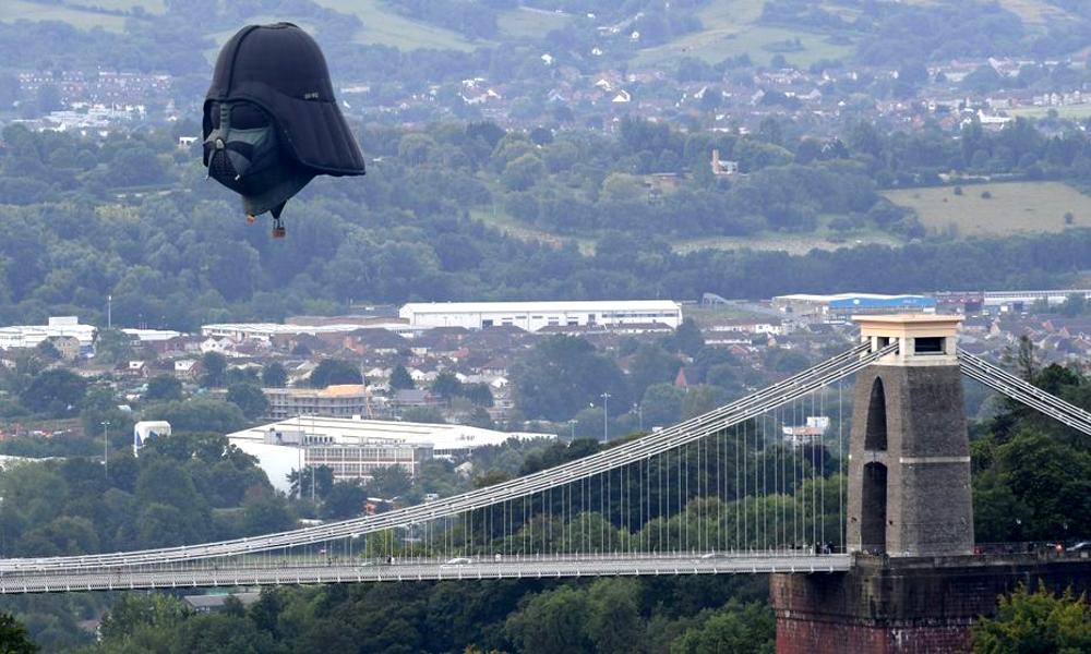 En Angleterre, cette ville s'est payé une montgolfière Dark Vador