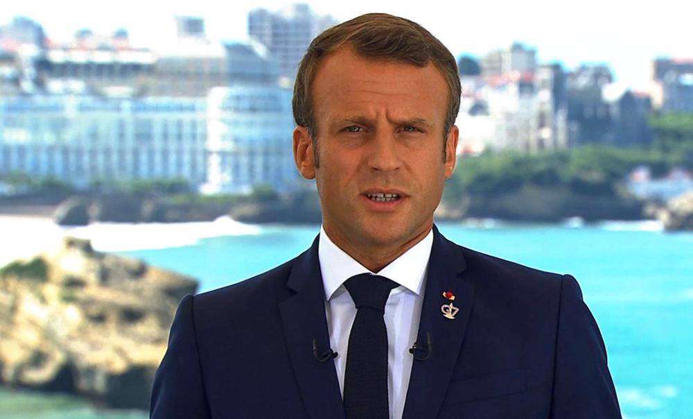 Pour sauver la planète, Super-Macron veut limiter la vitesse des cargos