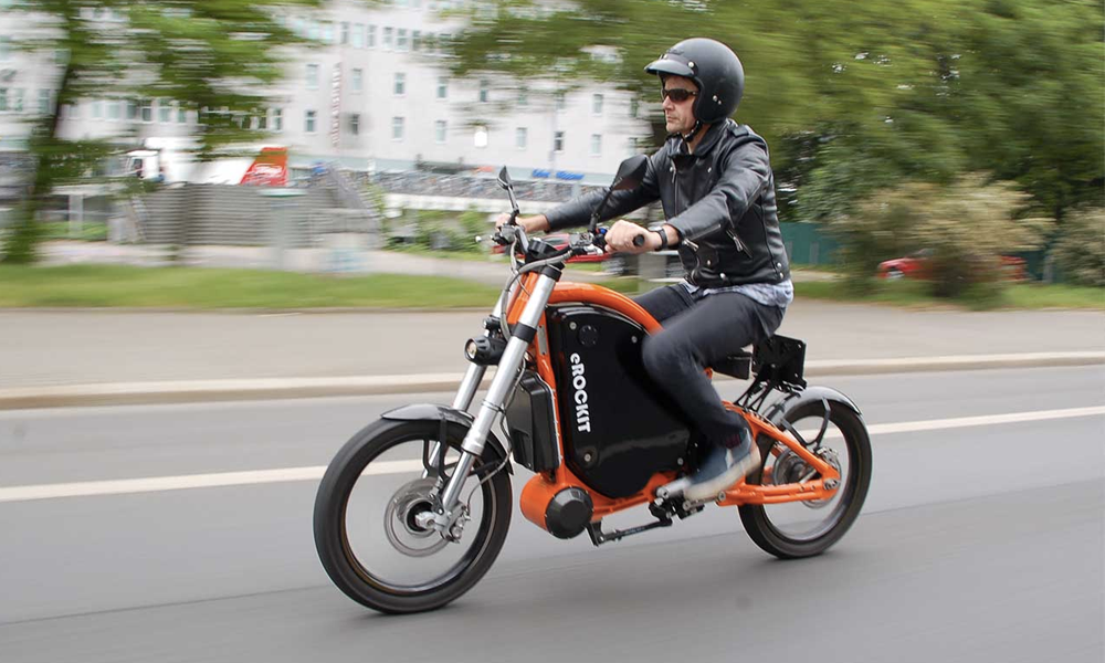 Cette moto électrique à pédales (?!) est à vous pour 12 000 €