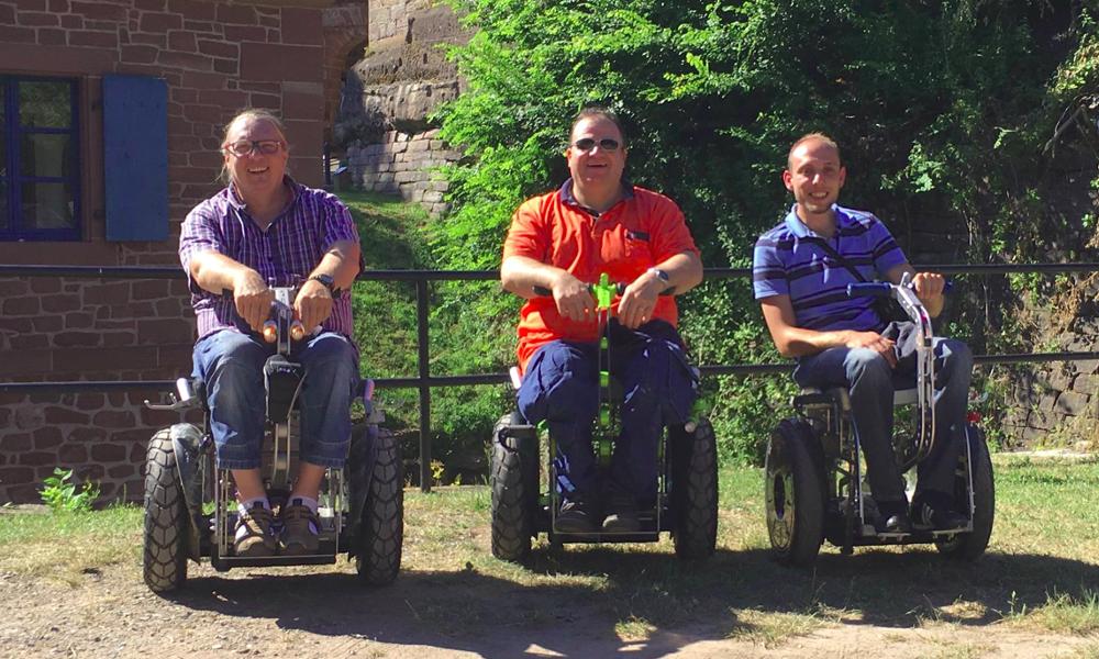 Beaux gosses, ils transforment leur Segway en fauteuil roulant tout-terrain
