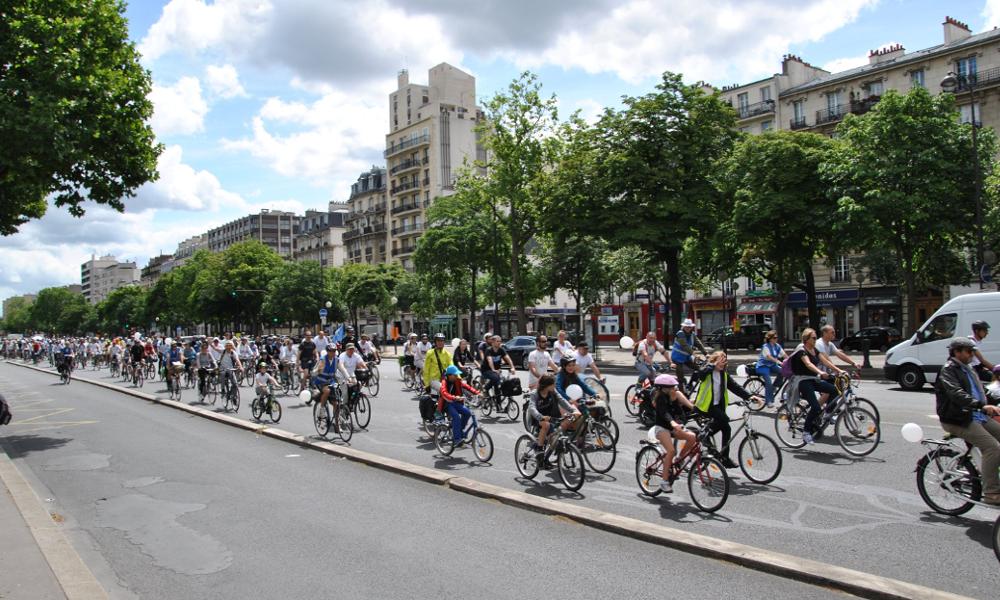 Avec le succès du vélo, Paris découvre les embouteillages sur ses pistes cyclables