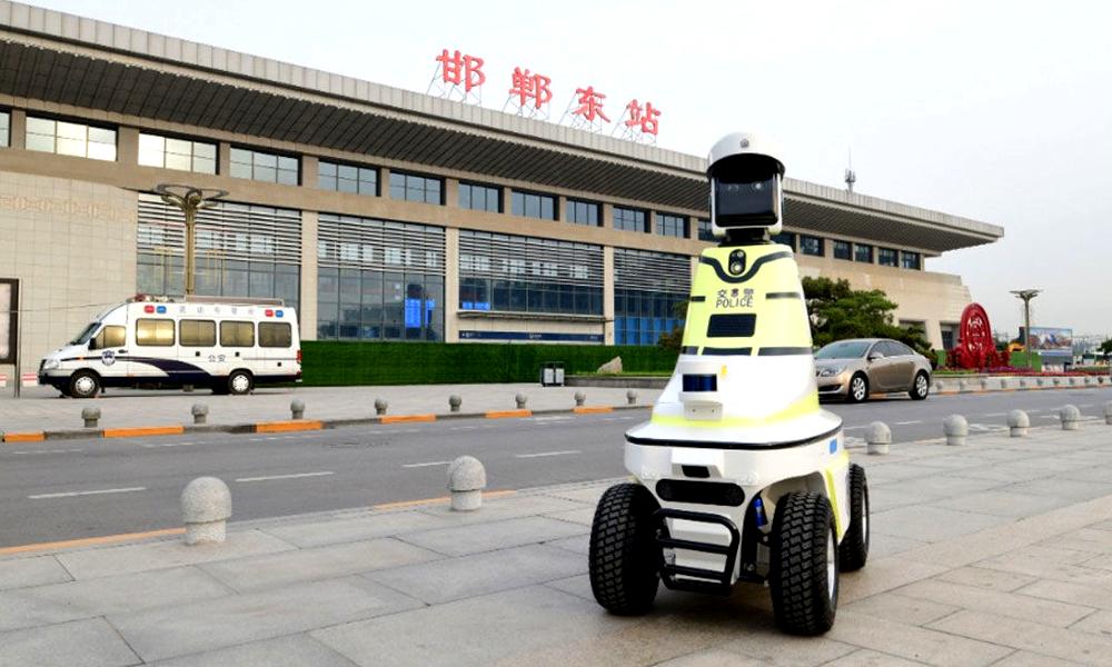 Pire que des radars, ces robots policiers patrouillent en Chine