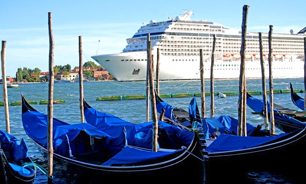 Historique : l'Italie veut interdire les paquebots qui polluent Venise