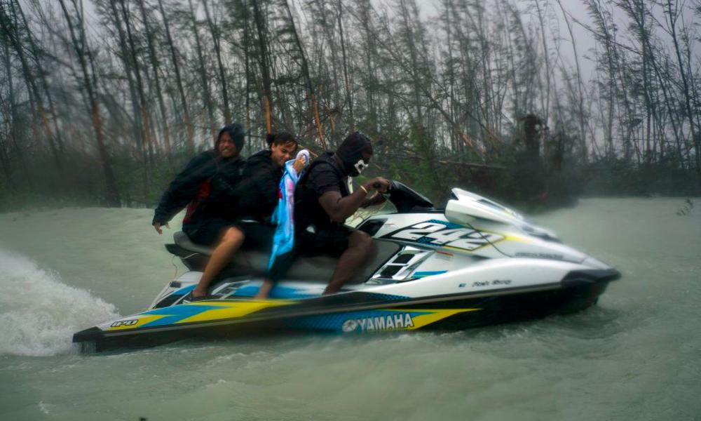 Ils ont sauvé les naufragés de l'ouragan Dorian en jet ski