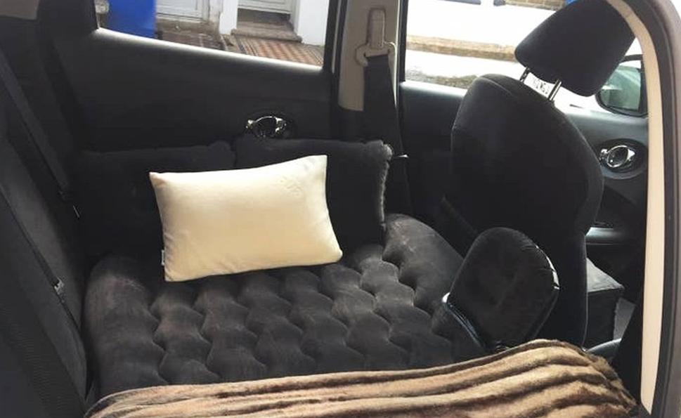 Elle loue la banquette arrière de sa voiture pour 9 € la nuit sur Airbnb