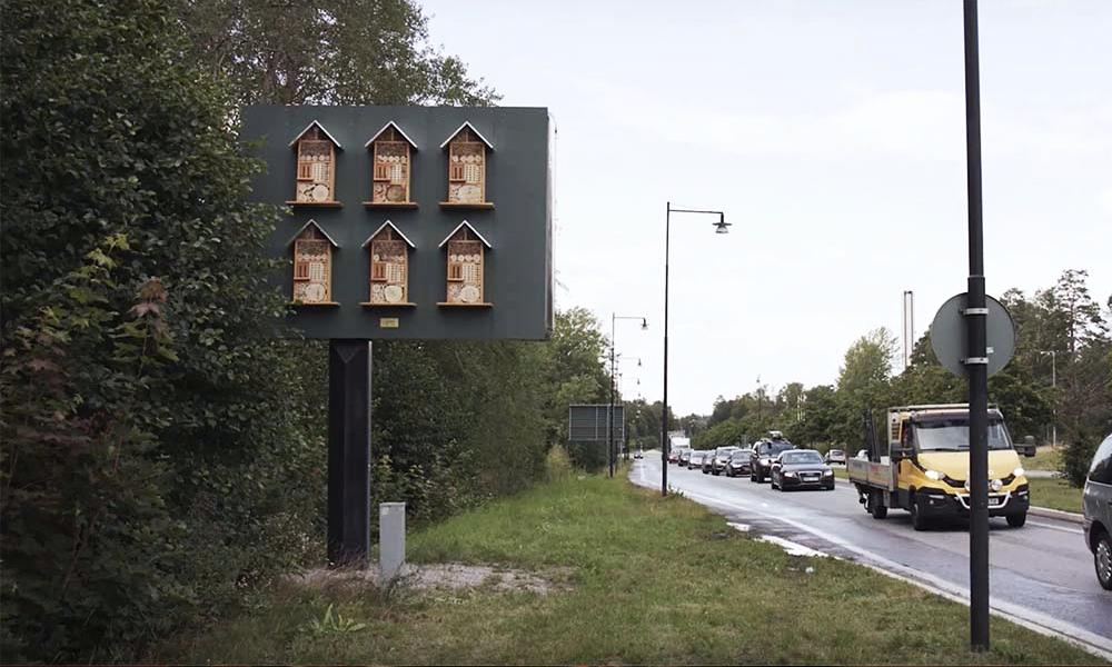 Pour sauver les abeilles, les McDo suédois placent des abris sur les panneaux publicitaires