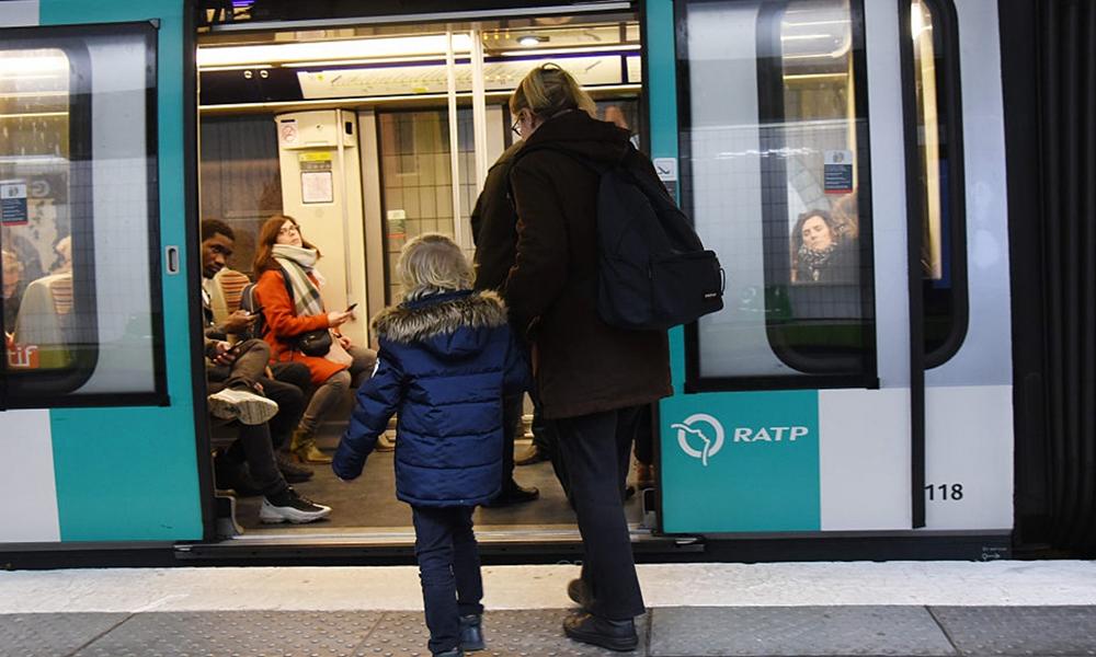 Cool la rentrée : le pass Navigo sera bientôt gratuit pour les jeunes Parisiens