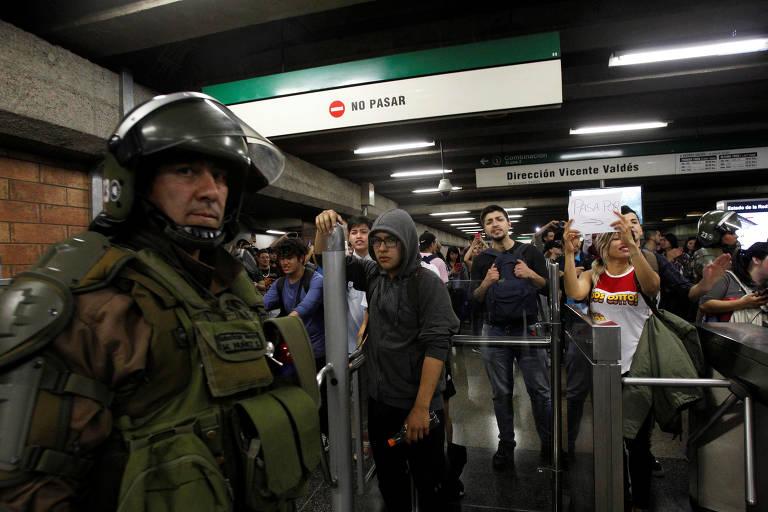 Au Chili, une guerre civile déclenchée par la hausse du prix du ticket de métro