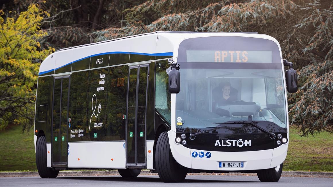 Ce bus électrique qui roule « en crabe » débarque bientôt en Île-de-France