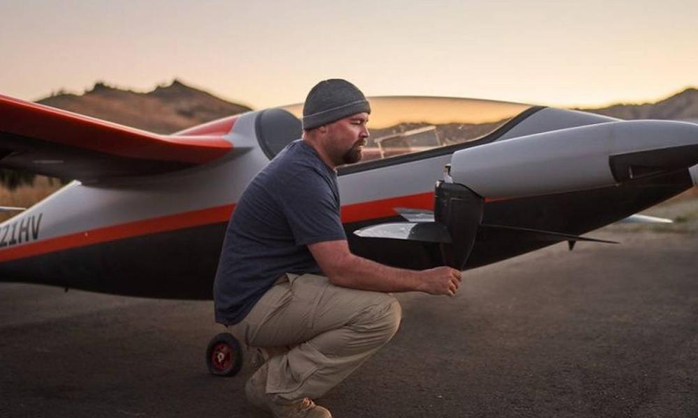 Cet avion électrique 1 place peut décoller de n'importe quel jardin