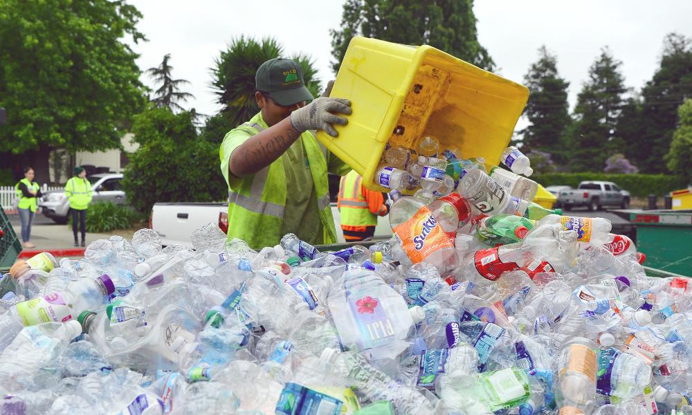 À Los Angeles, les déchets plastiques sont fondus et recyclés en bitume