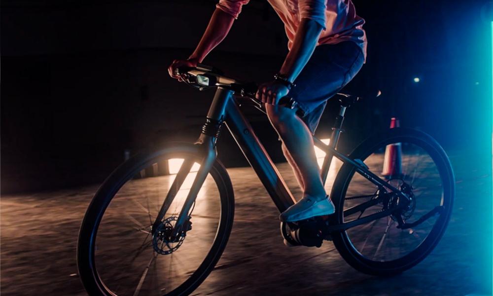 Calamus One : un vélo avec un radar à voiture pour ne plus jamais se faire écraser