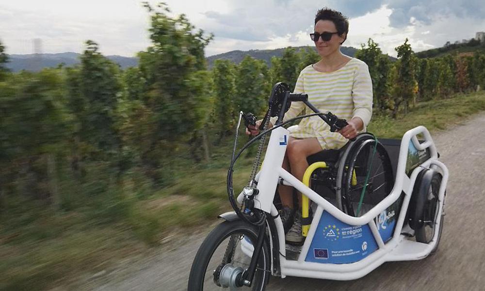Les personnes à mobilité réduite peuvent traverser la France avec ce char électrique