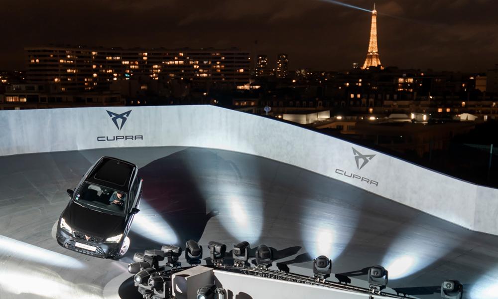 """Plus fort que """"Mario Kart"""" : CUPRA pose un circuit éphémère sur les toits de Paris"""