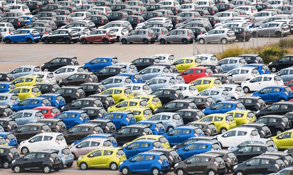 Le Danemark veut interdire la vente des voitures à essence dans TOUTE l'Europe dès 2030