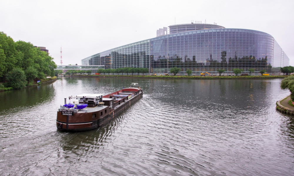 Pour éradiquer les camions du centre-ville, Strasbourg veut les remplacer par… des péniches
