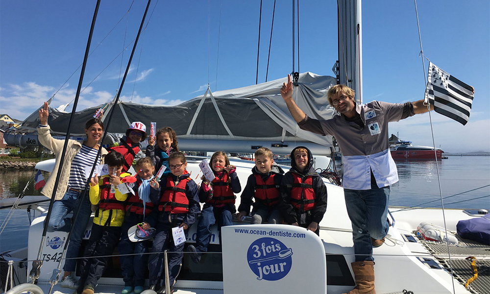 Océan Dentiste : ils parcourent le monde en bateau pour lutter contre les caries