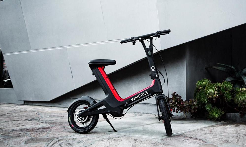 Ce vélo-trottinette électrique sans pédales est prêt à envahir l'Europe
