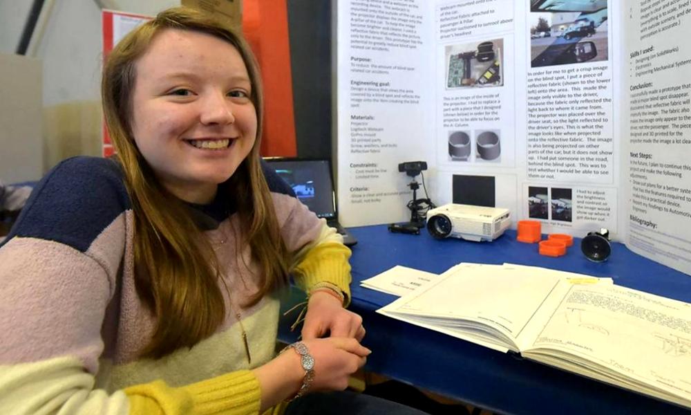À 14 ans, elle invente un capteur qui supprime l'angle mort